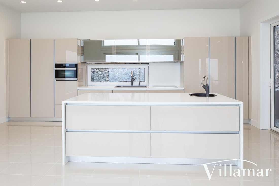 quartz pearl white light colour kitchen construction villamar